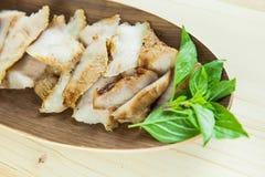 Kol-kokaad grillad griskötthals (eller Ko Mu Yang i thailändskt språk) fotografering för bildbyråer
