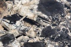 Kol och bränt trä royaltyfria foton