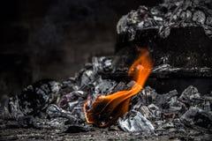 Kol på brand Arkivbilder