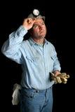 kol som ser upp gruvarbetaren Arkivfoto