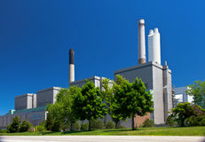 Kol tankad byggnad för station för elektricitetskraftverkutveckling Royaltyfri Foto