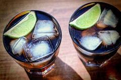 Kola, Alkoholiczny koktajl, miękki napój, świeżość koktajl obraz royalty free
