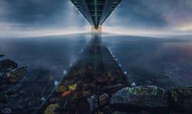 Kola Bridge på natten Arkivbild