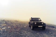 Kola półwysep, Murmansk region, Rosja, Wrzesień 12, 2016, drogi wyprawa w dżipie na Kola półwysepie dżipa spierać się Zdjęcia Stock