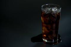 Kolabaum mit Eis im Glas Stockbild
