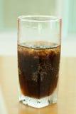 Kolabaumalkoholfreie getränke mit Eis Lizenzfreie Stockfotografie