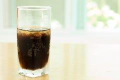 Kolabaumalkoholfreie getränke mit Eis Stockfotografie