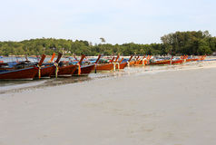Kolae-Boote, die in Lipe-Insel, Thailand parken Stockfotos