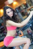 kolarstwa sprawności fizycznej dziewczyny sala Obraz Royalty Free