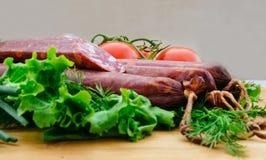 kolbasz ντομάτα ρόλων γεύματος λιχουδιών Στοκ εικόνα με δικαίωμα ελεύθερης χρήσης