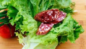 kolbasz ντομάτα ρόλων γεύματος λιχουδιών Στοκ Εικόνες