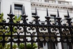 Kolce na Dokonanego żelaza ogrodzeniu Zdjęcie Royalty Free