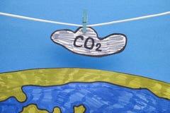 Koldioxidmoln som hänger ovanför jorden royaltyfri bild