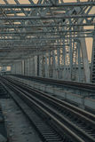Kolej, linii kolejowej ciepły światło i rocznika kolor, tonujemy Obrazy Stock