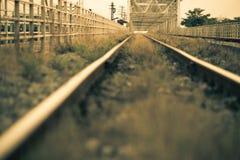 Kolej, linii kolejowej ostrość na poręczu Obrazy Royalty Free