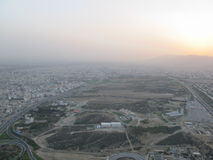 Kolej, zanieczyszczenie powietrza i zmierzch w Teheran, Fotografia Stock