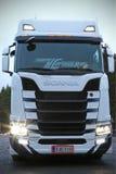 Kolejnego Pokolenia Scania ciężarówka z Olśniewającymi reflektorami Fotografia Royalty Free