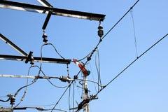 Kolejowe linie energetyczne Zasila Elektrycznych pociągi Obraz Royalty Free