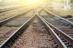 Kolejowi ślada, poręcze, tajni agenci, strzała stacja kolejowa widok Fotografia Stock