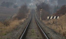 Kolejowy ślad blisko wioski Zalany obraz royalty free