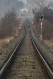 Kolejowy ślad blisko wioski Zalany zdjęcia stock