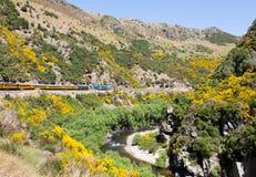 Kolejowy ślad w górę Taieri wąwozu Nowa Zelandia Obraz Stock