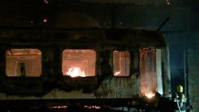 Kolejowy furgon na ogieniu zdjęcie wideo