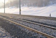 Kolejowy ślad w wczesnym zima ranku Fotografia Royalty Free