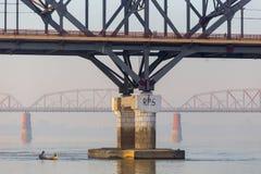 Kolejowy most, Irrawaddy rzeka w Mandalay, Myanmar zdjęcie royalty free