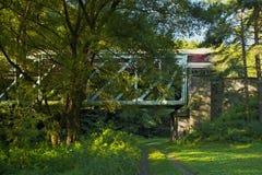 Kolejowy most w lesie Zdjęcia Royalty Free