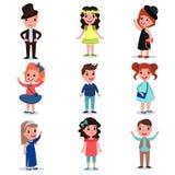 Kolekcja śliczni dzieciaki odziewa charaktery ubierali w eleganckim up Mod dzieci odzież Kreskówek chłopiec i dziewczyny pozycja royalty ilustracja