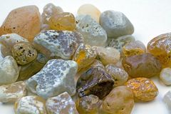 Kolekcja agatów kamienie od plaży Fotografia Stock