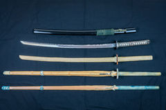 Kolekcja bronie dla trenować, wyposażenie dla Japońskiego sporta Iaido i Kendo, Drewna, bambusa i stali kordzik, zdjęcia stock