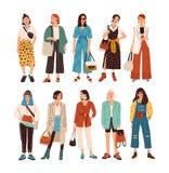 Kolekcja eleganckie młode kobiety ubierał w modnym odziewa Set modni przypadkowi i formalni stroje Plik ilustracji