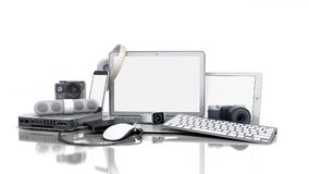 Kolekcja elektronika użytkowa 3D odpłaca się na białym tle ilustracja wektor