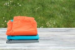 Kolekcja kolorowi krótcy spodnia dla dzieciaków Sterta przedstawiająca dalej zdjęcia royalty free