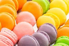 Kolekcja kolorowy Francuski macarons zbliżenie jako tło Selekcyjna ostrość Zdjęcie Stock