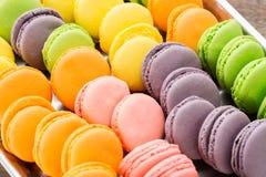 Kolekcja kolorowy Francuski macarons zbliżenie jako tło Selekcyjna ostrość Obrazy Stock