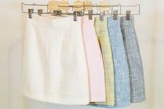 Kolekcja mod spódnicy na wieszaku brandnames target121_1_ prawo autorskie przedmiota żadny sklep Zdjęcie Royalty Free