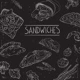Kolekcja pociągany ręcznie jedzenie na blackboard Organicznie restauracyjny tło szablon na chalkboard Obraz Royalty Free