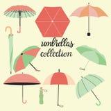 Kolekcja różni moda parasole, literowanie i ilustracji