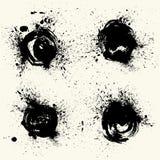 Kolekcja rozmazy z czarną farbą, uderzenia, muśnięcie muska, plamy i pluśnięcia, brudzą linie, szorstkie tekstury ilustracji
