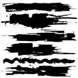 Kolekcja rozmazy z czarną farbą, uderzenia, muśnięcie muska, plamy i pluśnięcia, brudzą linie, szorstkie tekstury royalty ilustracja