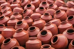 Kolekcja terakotowi gliniani garnki znać jako Matka w Indiańskim subkontynencie zdjęcie royalty free