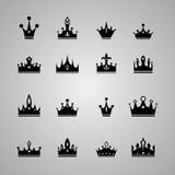 Kolekcja wiele różne korony na szarym tle royalty ilustracja