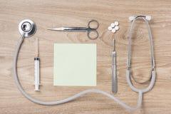 Kolekcja wyposażenie medycyna na doctor& x27; s desktop Medica Obrazy Stock