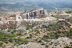Kolenmijnen op een heuvelig gebied stock afbeelding
