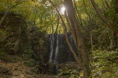 Koleshino vattenfall nära Strumica, Makedonien royaltyfria foton