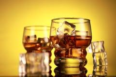 Koli, rumu, whisky szkła z kostka lodu/ obrazy stock
