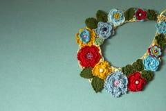 Kolia barwioni trykotowi kwiaty k?ama na papierze zdjęcia royalty free